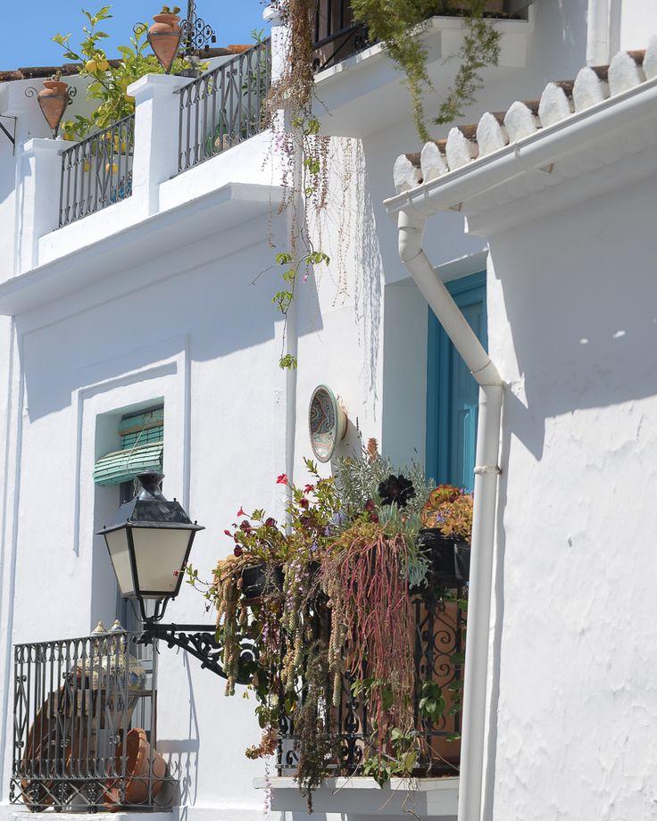 Frigiliana: de los pueblos blancos más lindos de España / Vero Palazzo - Home Deco Nerja, Andalucia, Palazzo, Deco, Plants, Home, Family Travel, Shades Of Blue, Restaurant Bar