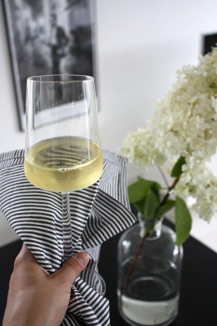 homevialaura | white wine | Iittala Essence | white flower