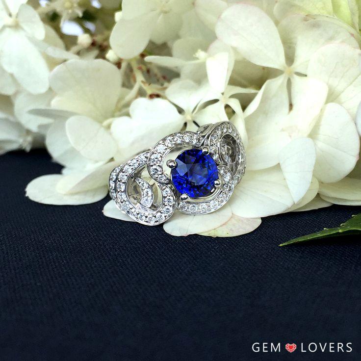 Роскошное кольцо из белого золота 750 пробы с синим цейлонским сапфиром массой 1,67 карата. Дизайн кольца уникален, двухъярусное золотое кружево с бриллиантовыми дорожками. Кольцо выполнено в единственном экземпляре, оно поистине великолепно!  ✒WA/Telegram/Direct/Viber +7-925-390-20-52 +7-800-555-22-86  publice@gemlovers.ru  #sapphire#gems#gemlovers…