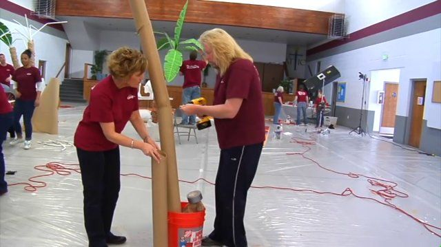 AWESOME!!! How to make a sturdy palm tree!  Okay girls, I'm pumped about this one!  Watch the video!  I'm thinking burlap for the trunk and green tarp for the leaves or actual palm fronds!