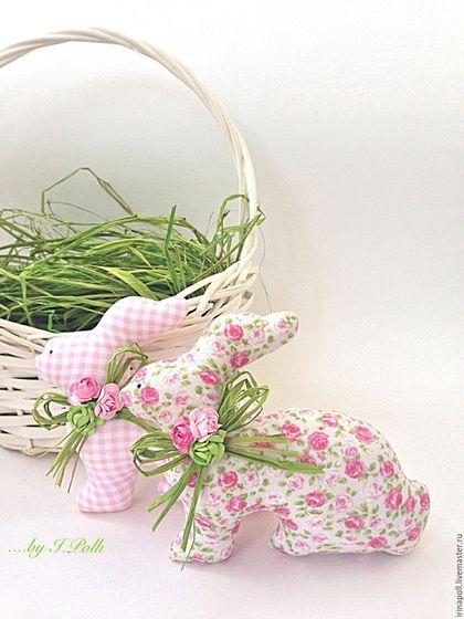Купить или заказать Нежно-розовый букет тюльпанов и пара пасхальных кроликов в интернет-магазине на Ярмарке Мастеров. Подарите своим близким нежность!))) На фото представлен букет из 27 т юльпанов. Стоимость указана за всю композицию. Стоимость одного кролика - 400 руб, одного тюльпана -160 руб. Наличие тканей и цветовые сочетания, а так же высоту тюльпанов и размер кроликов проще обсудить в личной переписке. Высота тюльпана ок 28 см; размер кролика 15х12 см.