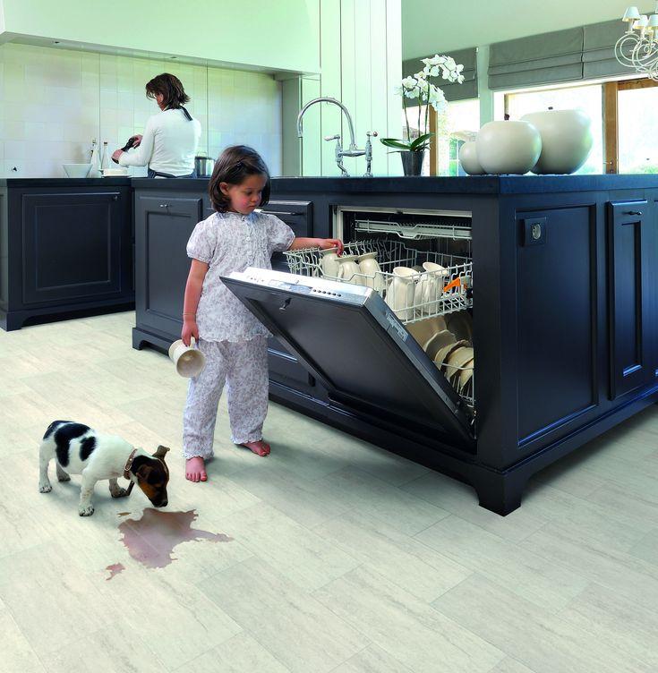 Hogyan képes ellenállni a víznek a laminált padló?   Laminált padló, amely 100%-osan ellenáll a párának, a víznek és bármi más nedvességnek is? Létezik! Az Aqua-Step az első vízálló laminált padló, amely kiválóan helyt áll bármely konyhában, mosókonyhában, fürdőszobában, folyosón, vagy akár egy pincében is.  A hagyományos laminált padlók esetében minden folyékony halmazállapotú anyag potenciális veszélyt jelent. Esetünkben azonban az Aqua-Step padlói jelentenek veszélyt mindennemű…