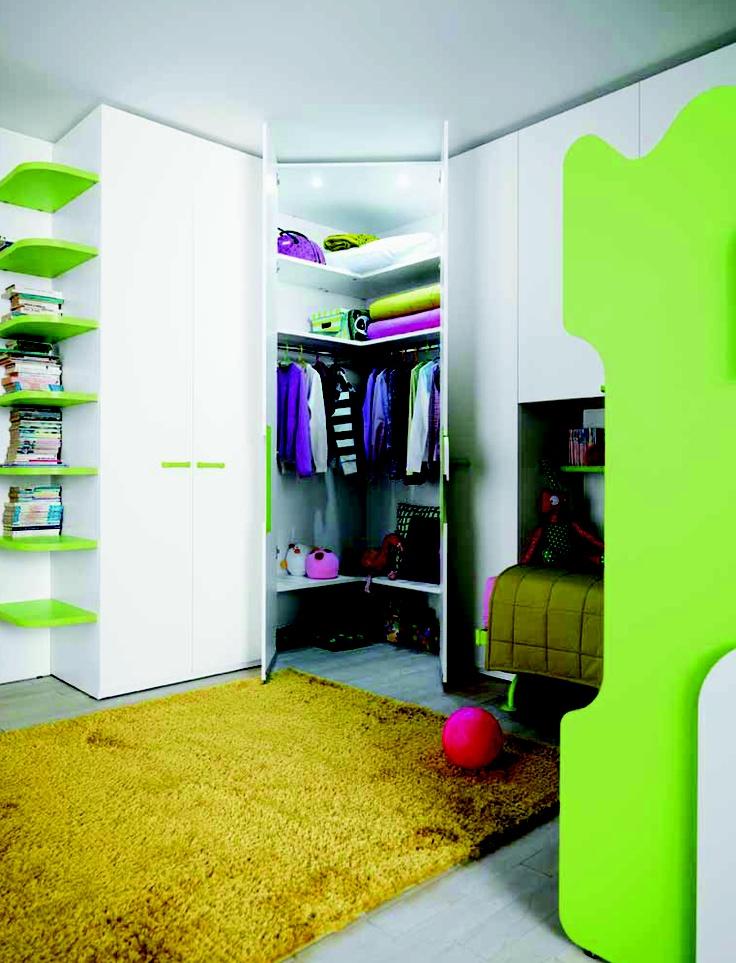 KlouXL tienerslaapkamer, met groene accenten let op de geweldige ruimte gevende hoekkast.  Exclusief bij goodnightkidzz kinder- tienerslaapkamers meubelboulevard Cruquius