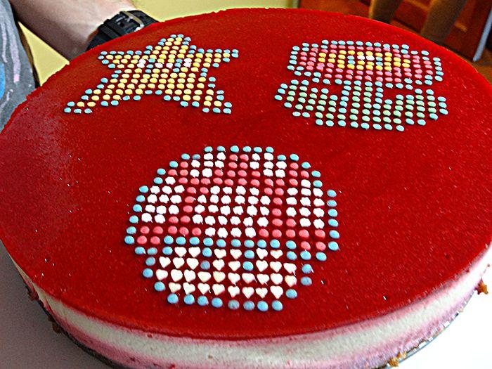 Comment réaliser une déco de gâteau super originale quand on a rien d'autre sous la main que des décorations en sucre périmées ?