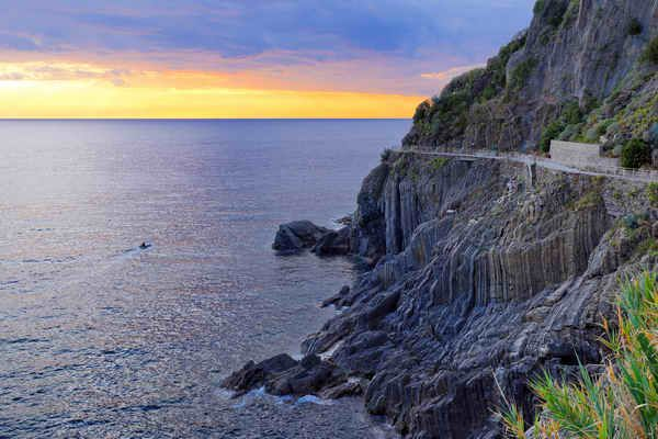 Riomaggiore's rocky coastline at sunset. #europe #italy #riomaggiore #cinqueterre #sunset #coastline #sea
