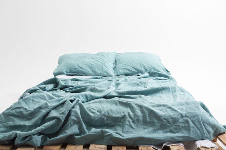 Sarcelle d'hiver vagues naturel linge de literie (bleu clair): Housse de couette + 2 taies d'oreiller (édition limitée) - Euro / US pleine grandeur. Prêt à expédier dans le monde entier par SeaMeLinen sur Etsy https://www.etsy.com/ca-fr/listing/455210562/sarcelle-dhiver-vagues-naturel-linge-de