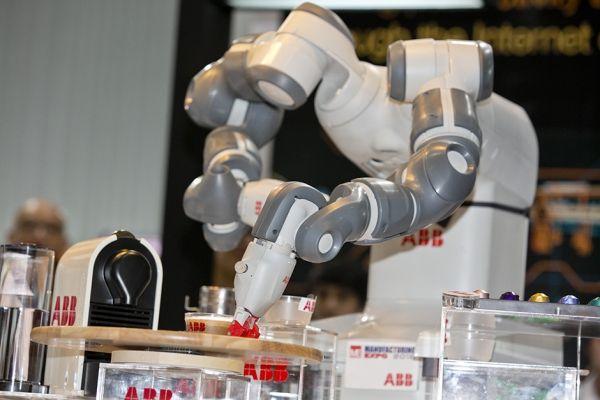 Conozca al robot barista. Visite nuestra página y sea parte de nuestra conversación:http://www.namnewsnetwork.org/v3/spanish/index.php  #nnn #bernama #malasia #malaysia #suiza #robot #cafe #coffee #tecnologia #news #noticias #america #asia #africa #kl #bitec #technology #barista