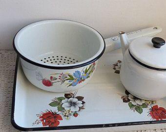 Colador de esmalte Vintage blanco colador con mango / tamiz / Vintage Kitchenalia colador antiguo utensilio de cocina / viejo fashioned / granja