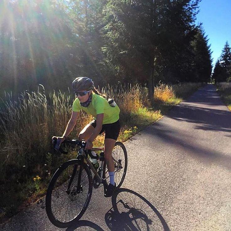 #Repost @libdawggg  The sun has come to Washington! #luckygal #Olympia #olympicglory #evergreenstate #biketrailsfordays #washington #getoutside #outsideisfree #adventureon #exploremore #happinesswatts #stravacycling #rei1440project #newkitday #chamoisparty #roadtrip2016 #camping #cycling #ridelife