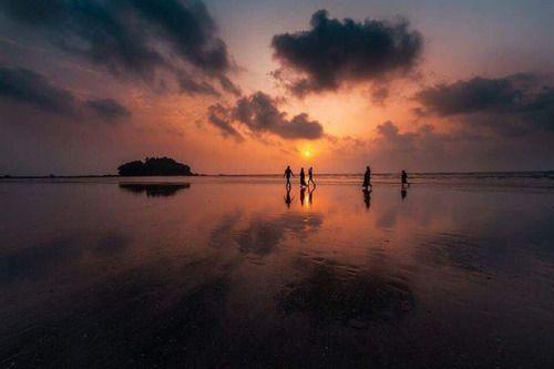 Midnight sun. A stunning photo by #CitizenNikon @suneeshpp. Taken using a #Nikon #D750 14mm f2.8 lens Focal Length: 14mm Exposure Time: 1/400 Aperture: f 8ISO: 800. #NikonMEA via Nikon on Instagram - #photographer #photography #photo #instapic #instagram #photofreak #photolover #nikon #canon #leica #hasselblad #polaroid #shutterbug #camera #dslr #visualarts #inspiration #artistic #creative #creativity