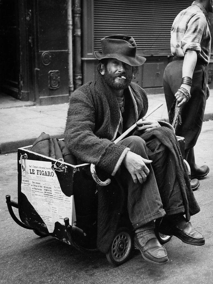 Robert Doisneau   //  Tramps   -  Le baron William et son laquais, Paris 1955