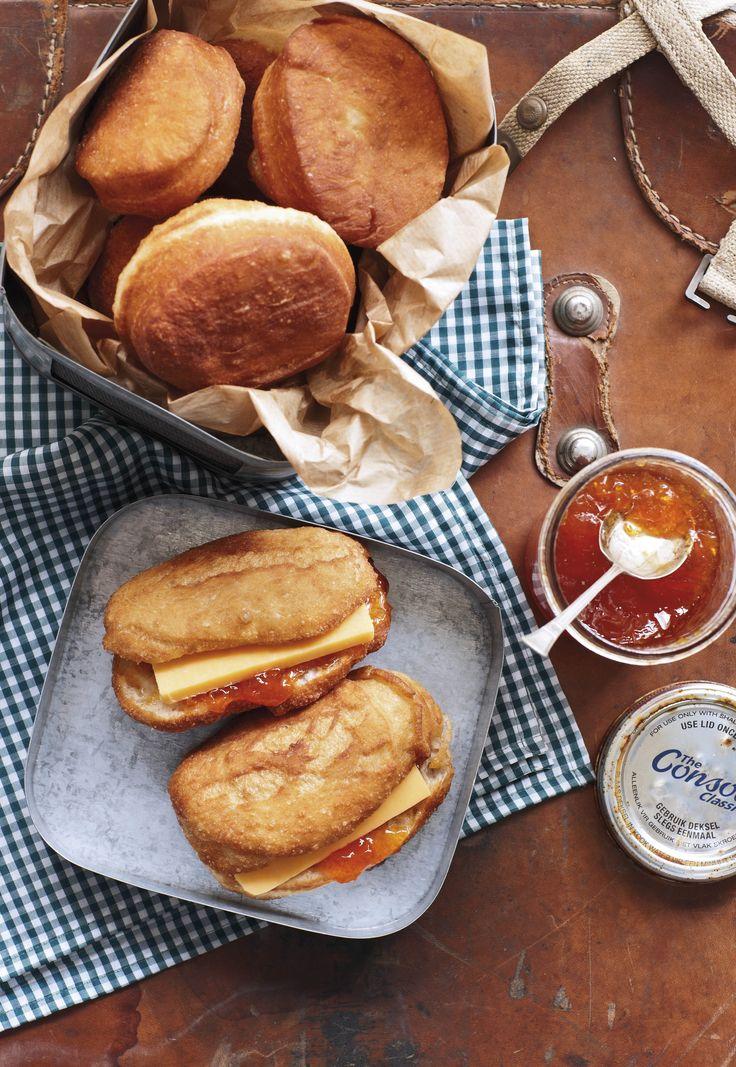 Broodvetkoek met cheddarkaas en appelkooskonfyt