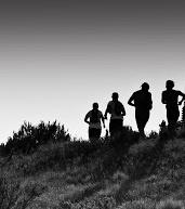 """Mercoledì 12 alle 9.30 presso la Casa dello Studente di Gemona del Friuli, si terrà il seminario """"Fisiologia, allenamento e alimentazione nell'ultra-endurance"""". Durante la conferenza saranno illustrati i principali fattori fisiologici che influiscono sulla prestazione in gare di ultra-endurance e il regime alimentare adatto agli atleti che praticano questo sport. Ospiti il nazionale di ultra-endurance Ivan Cudin e i maratoneti Anna Incerti e Stefano Scain"""