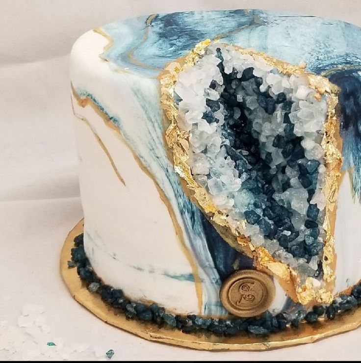 10 Mesmerizing Geode Cakes – Find Your Cake Inspiration  – Cakes