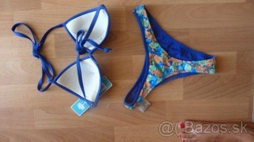 Kvietoščkované sexy plavky s tmavomodrím lemom za 5€