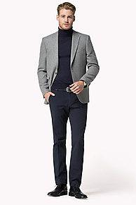 Tommy Hilfiger Tailored: une collection de pièces intemporelles, mêlant coupes, finitions et matières haut de gamme. <br/>• Coupe: ajustée<br/>• Composition: sergé brossé à chevrons<br/>• Longueur du dos: 75cm<br/>• Détails: fentes latérales, poches à rabat à la taille, poche poitrine<br/>• Entièrement ...