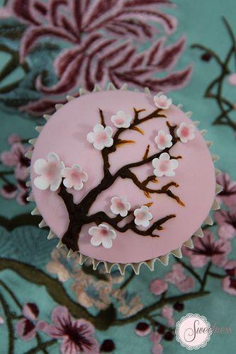 Cherry blossom cupcakes. www.sweetnessonline.co.uk