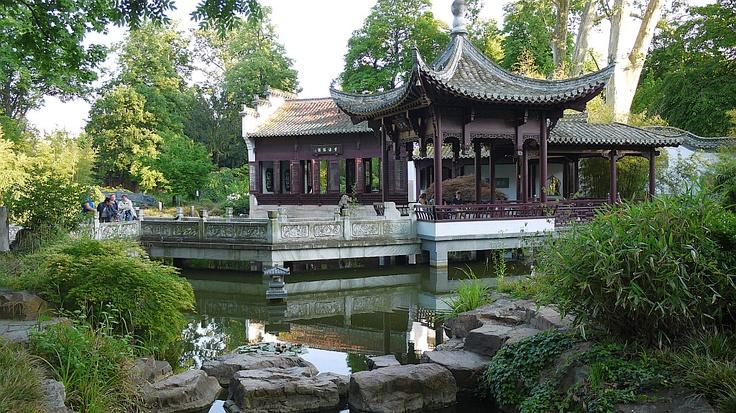 Bethmannpark und Garten des Himmlischen Friedens — Frankfurt am Main, Germany Image