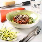 Wil je een slanke pasta eten? Maak vegetarische spaghetti van courgette; ook wel courgetti genoemd.
