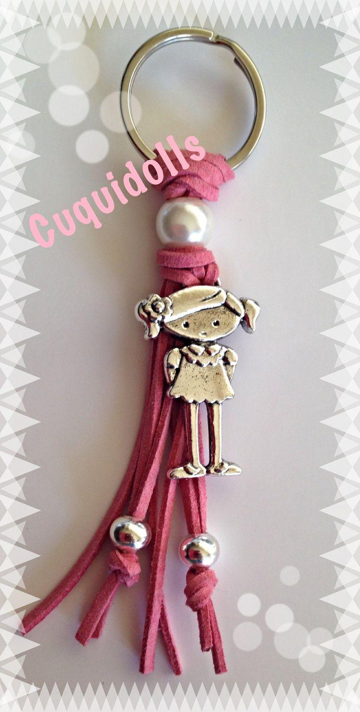 Ten tus llaves siempre a mano con este llavero realizado en antelina. Se realizan encargos.
