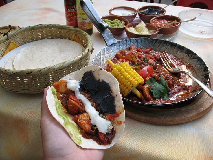 Fajita ist ein Gericht der Tex-Mex-Küche, das in der Originalversion aus gegrilltem und anschließend klein geschnittenem Rindfleisch besteht, das dann zusammen mit Streifen von grüner Chili auf einer Weizentortilla serviert wird. Fajitas werden mittlerweile auch aus Schweinefleisch oder Huhn zubereitet, seltener auch aus Garnelen. Zu den Beilagen zählen oft saure Sahne, Guacamole, Salsa, Pico de gallo, Käse und Tomaten.