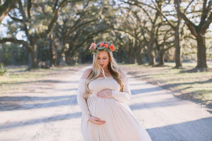 Maternity Photos | Dress: Sew Trendy Accessories | Photographer: Finnegan Photography