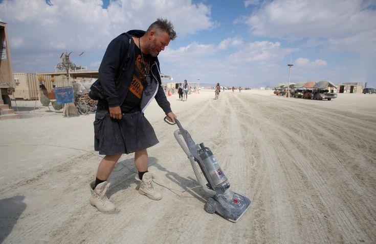 BURNING MAN arts and music festival vacuums the Playa || Burning Man 2016 || Photo by Jim Urquhart (Reuters)