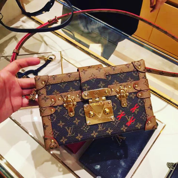 Louis Vuitton patite Malle box bag m43117 luxwomenstore.com #louisvuittonm43117 #louis #vuitton #bags #lv #m43117
