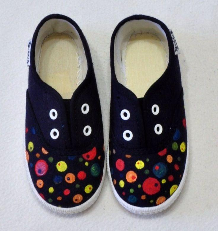 """Zapatillas """"Planetas"""".  Y consigue la camiseta a juego: http://lolitalunakids.files.wordpress.com/2013/10/lolitaluna-camiseta-planetas.jpg"""