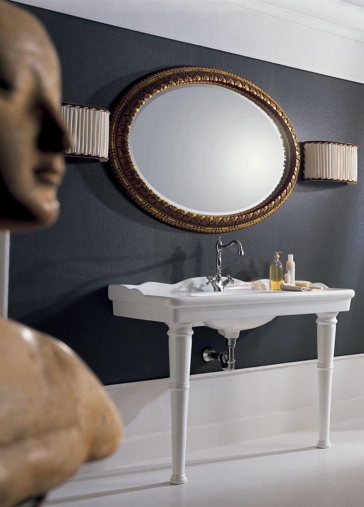 Il lavabo è un piccolo tempio dedicato all'acqua.  Linea Royal #arredobagno stile classico
