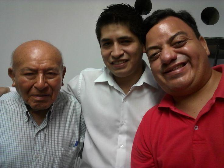 El capataz vitalicio Gregorio Moscol, el capataz electo Rafael Lara y el hermano Freddie Armando Romero en 3°Cuadrilla de Hermandad del Señor de los Milagros de Magdalena del Mar.