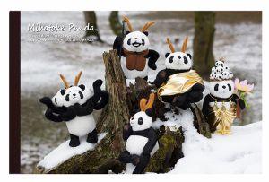 奈良公園に雪が降り積もることはめずらしいそうです。そんな貴重な日に撮ったみほとけパンダの集合写真。ご利益がありそうなメモ帳です。笑もう一冊は、徳融寺さんの山門...|ハンドメイド、手作り、手仕事品の通販・販売・購入ならCreema。