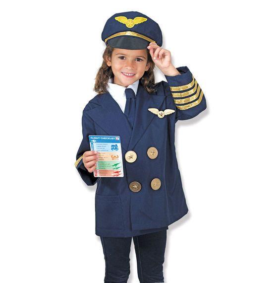 Iedereen aan boord! We kunnen vertrekken! Zeker met een piloot met deze geweldige verkleed set piloot van Melissa and Doug. De verkleed set bestaat uit een piloten jas met stropdas, een piloten pet, herbruikbare vliegchecklist en natuurlijk mag het stuurwiel niet ontbreken.