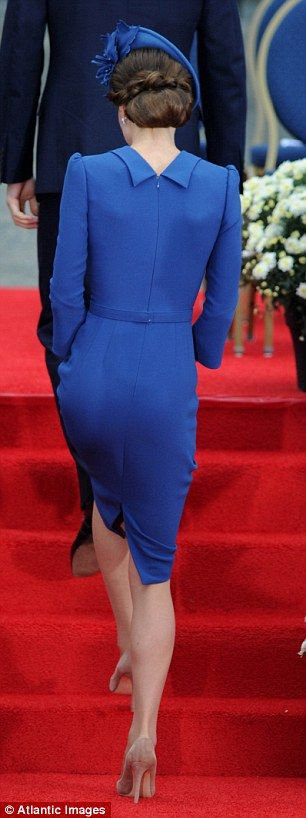 Kate looked effortlessly elegant in a striking royal blue body-contouring dress by British designer Jenny Packham