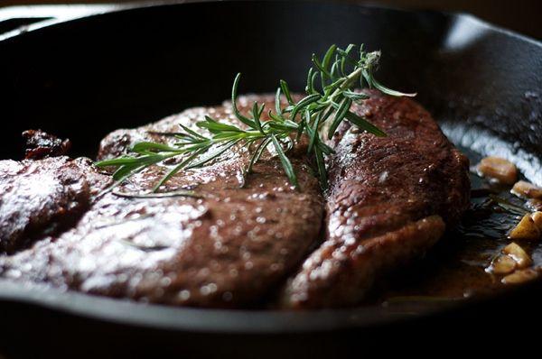 Мужественные рецепты из мяса: что приготовить из курицы, утки, свинины, говядины и баранины