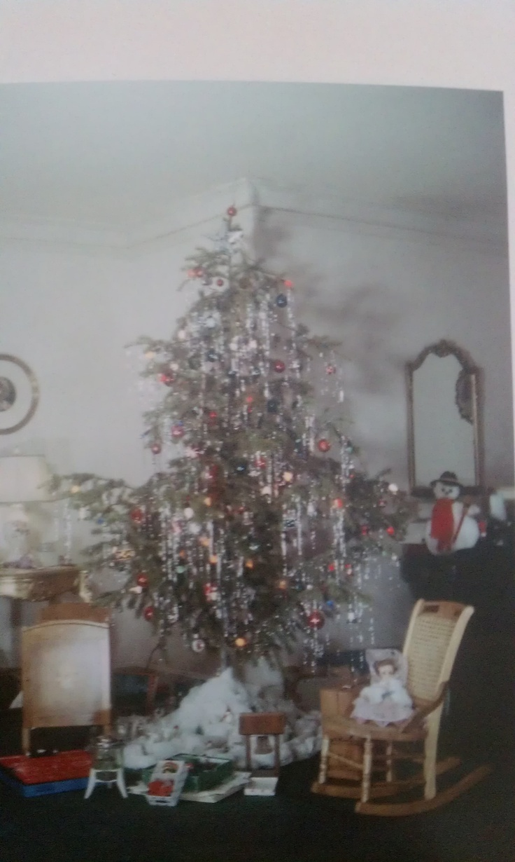 Vintage christmas trees and putzes 1910 - Vintage Christmas Tree With Gifts I Would Really Love A Vintage Christmas Tree