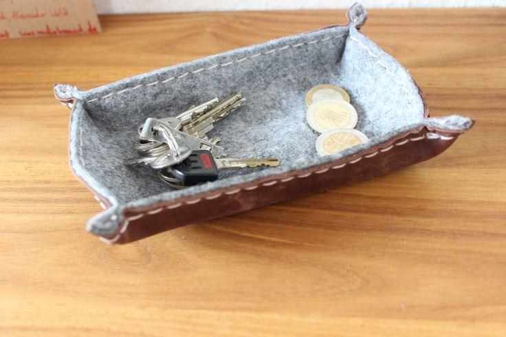 Handgenähte Schlüsselschale aus Leder. Handmade. DIY. Leather.