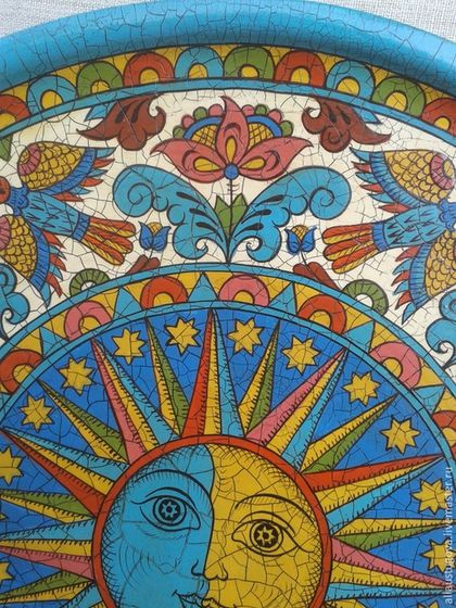 Купить или заказать Тарелка декоративная 'Луна' в интернет-магазине на Ярмарке Мастеров. Тарелка декоративная с ручной Северодвинской росписью.Тарелка состарена патиной с эффектом кракелюра(трещинки)Существует древняя загадка: «Что в мире важнее – Солнце или Луна?» Ответ: Луна, потому что она светит, когда темно, а Солнце светит, когда и без него светло! Так и считалось: Солнце – это роскошь, излишний блеск, а Луна – жизненная необходимость.