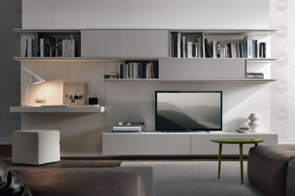 Il primo ambiente che si presenta ai nostri occhi quando entriamo in una casa solitamente è il salotto. La disposizione, i colori e i materiali dell'arredamento del salotto sono gli elementi che comunicano sin da subito il carattere della casa e dei suoi proprietari. Il salotto, e in generale la zona giorno, è lo spazio …