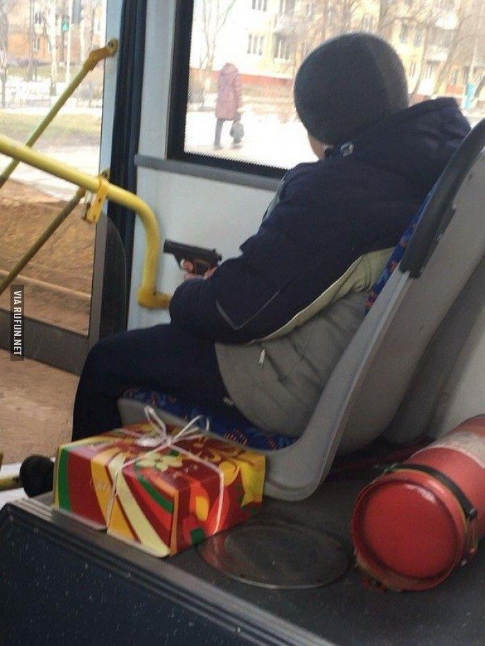 Смазливая между ног в автобусе фото 363-701