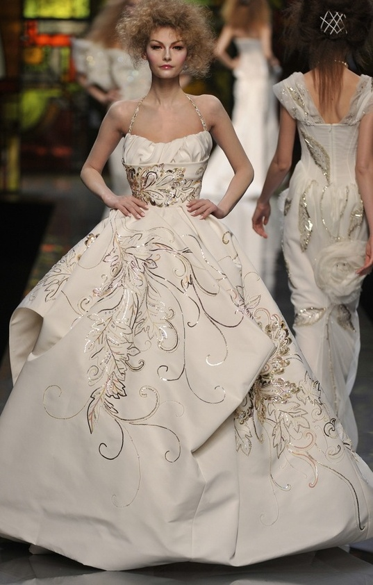 Love the frizzed out hair with the dress/ Christian Dior..GOTTA LOVE CHRISTIAN DIOR..WOW..FABULOUS..