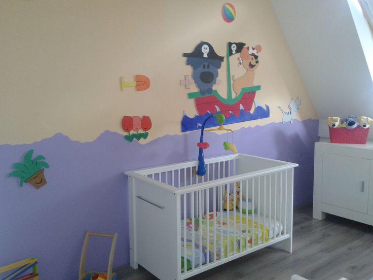 Door roomzzz.nl zelf ontworpen muurpanelen van woezel en pip. Makkelijk te bevestigen en te verwijderen. Door extra panelen kan je de kamer elke dag veranderen, want zit woezel vandaag in de boot of is hij aan het spelen met buurpoes?