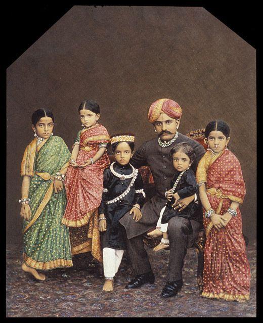 Chamarajendra Wadiyar X with his children - Wadiyar dynasty - Wikipedia