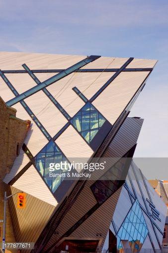斬新な建築が特徴のロイヤル・オンタリオ博物館。北米で第5位の博物館だそう。トロント 旅行・観光のおすすめスポット!