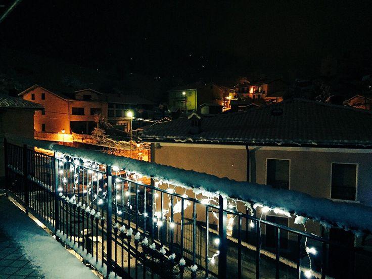 Vista dal mio terrazzo con neve e luci di Natale! I❤️Endine Gaiano!