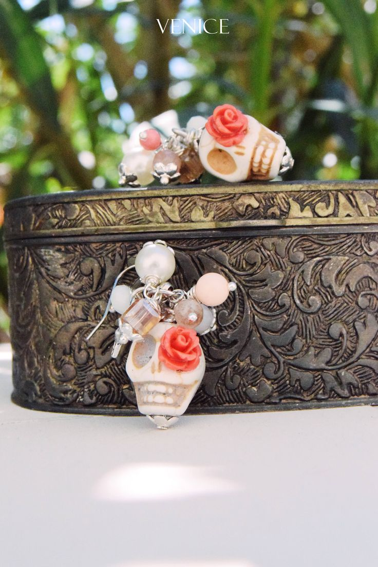 Orecchini teschio/orecchini boho/orecchini fiori/orecchini perle/orecchini pietre/orecchini etnici/regalo per lei/regalo compleanno di VeniceStyle su Etsy