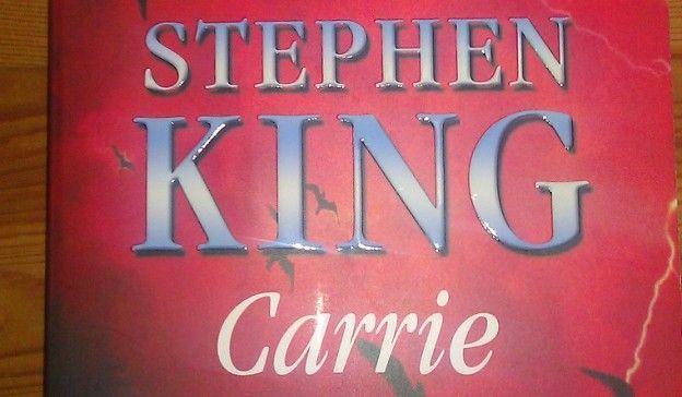 """Buchkritik zu Stephen Kings Buch """"Carrie"""" Quelle: http://www.literaturasyl.de/buchbesprechung/carrie-von-stephen-king/"""