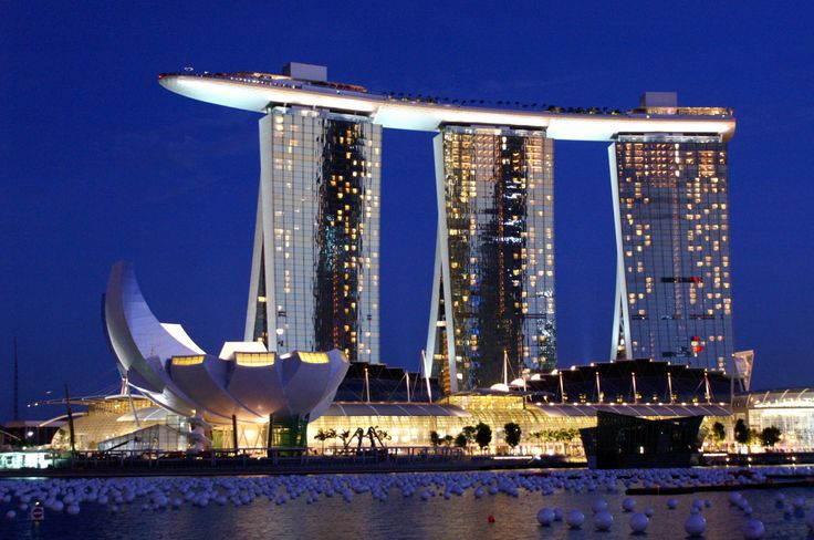 Marina Bay Sands Hotel, Singapore- high rise boat with an infinity pool on top of the three buildings!!