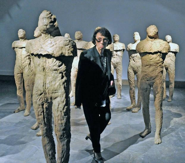 a biography of magdalena abakanowicz a polish artist Magdalena abakanowicz culturepl show marlborough chelsea presents war games a group exhibition inspired by the legacy of polish artist magdalena abakanowicz.