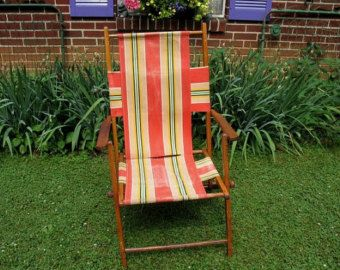 Vintage Wood And Canvas Folding Beach Patio Lawn Chair